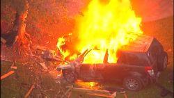 Tiener neemt de SUV van zijn moeder uit op een joyride: wagen gaat in vlammen op