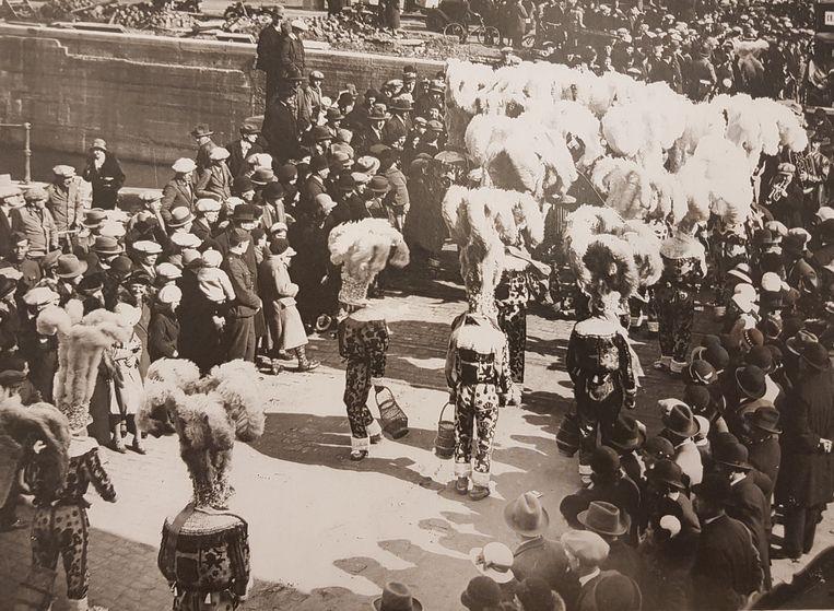 De Gilles van Rebecq op bezoek op Carnaval Halle in 1945, net na de Tweede Wereldoorlog.