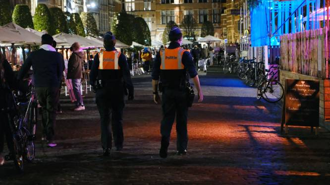 """En ze willen het niet leren... Leuvense politie schrijft elke nacht coronapv's uit: """"Cafés sluiten om 23 uur, dus wordt er op kot verder gefeest"""""""