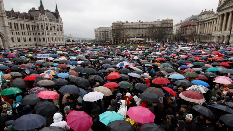 Duizenden Hongaren kwamen vandaag samen in Boedapest om te protesteren tegen premier Viktor Orban.