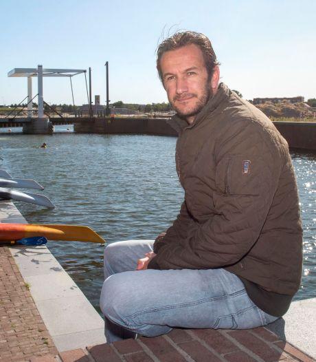 Harde wind nekt eerste 'drijvende bios' Harderwijk