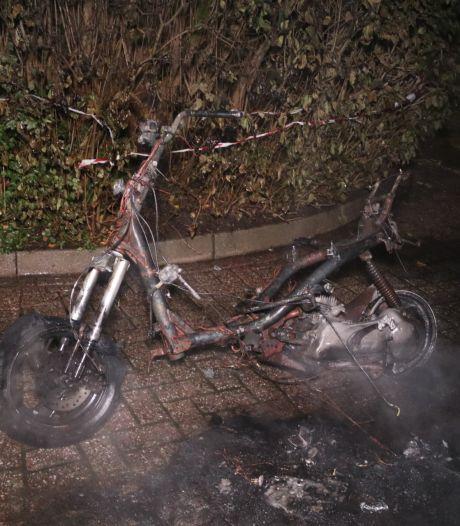 Scooter brandt volledig uit in Dieren
