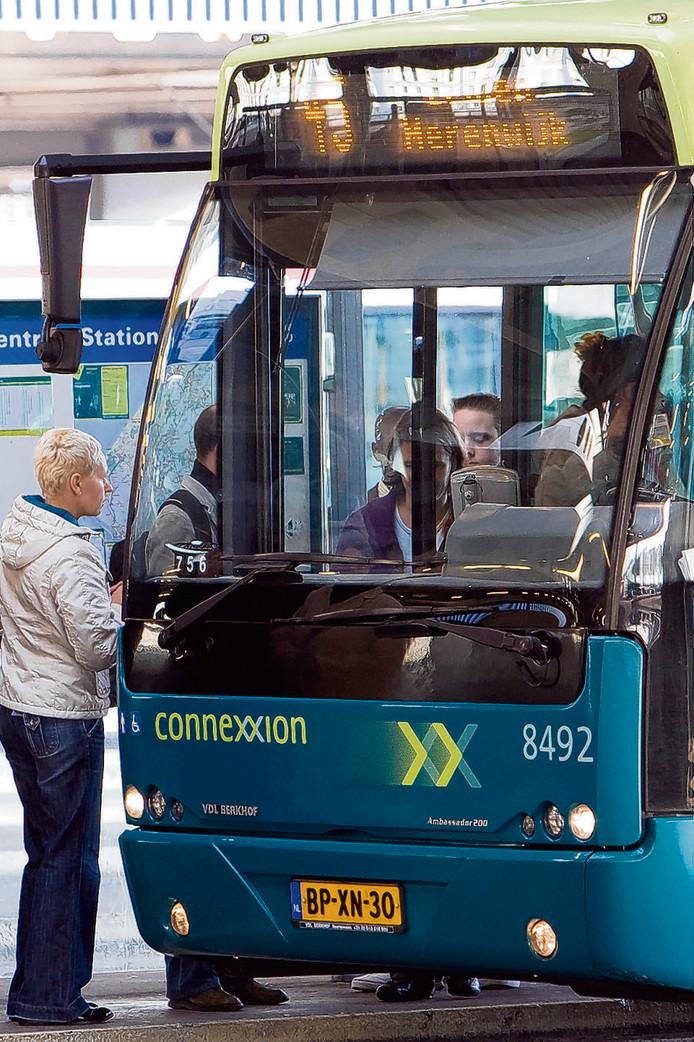 Busplatform op Den Haag Centraal.