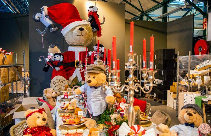 Rijk versierde tafels, want veel mensen vieren kerst dit jaar thuis.