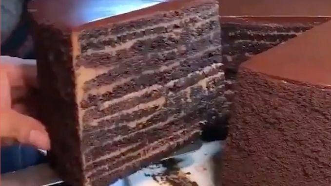 VIRAL3: Voor de échte chocoladefans: een cake met 23 laagjes