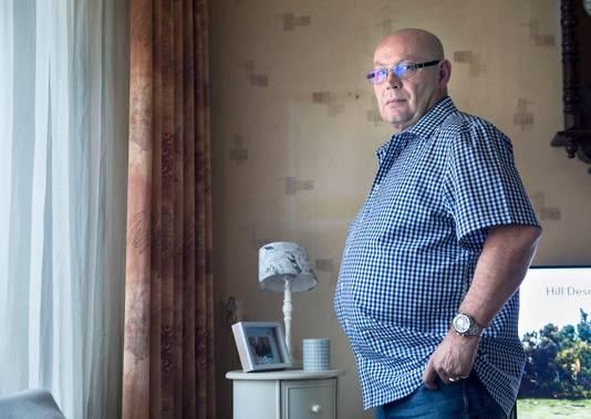 Bas Jongeneel zou volgens Vereniging Erepeloton Waalsdorp te zwaarlijvig zijn om nog in beeld te mogen met dodenherdenking. Nu blijkt hij alsnog welkom.