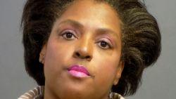 """Dievegge past juwelen van 2 miljoen dollar, wil ze """"in daglicht zien"""" en vlucht winkel uit"""
