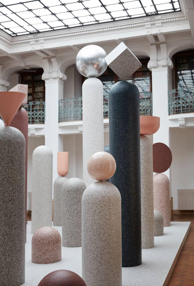 Tarkett toonde haar recyclebare iQ-vloeren in de 'Formations'-installatie. Het 'ReStart'-programma maakt van oude vloeren weer nieuwe. tarkett.nl