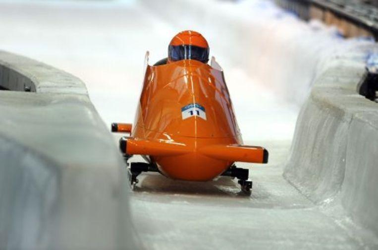 Esmé Kamphuis en Tine Veenstra staan na de eerste dag van het olympisch toernooi van de tweemansbob op de negende plaats. ANP Beeld