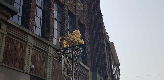 Gouden Leeuw terug op zijn plek