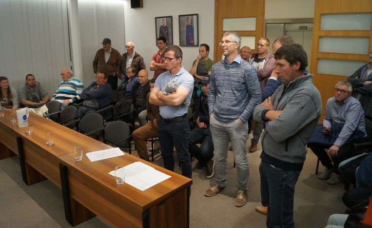 Twintig boze burgers die in de onmiddellijke omgeving van de E403 wonen, kwamen hun ongenoegen uiten tijdens de gemeenteraad maandag.
