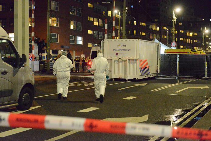 Bij een steekpartij op de Rijswijkseweg is vanavond een man overleden. Dat meldt de politie zojuist. Er zijn drie aanhoudingen verricht.