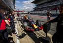 Max Verstappen in zijn nieuwe bolide, de RB16.
