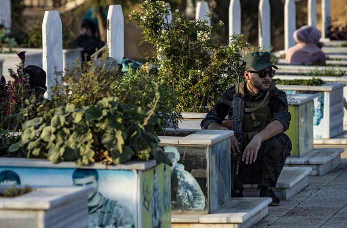 Begrafenis van vijf Koerdische strijders van SDF in Qamishli.
