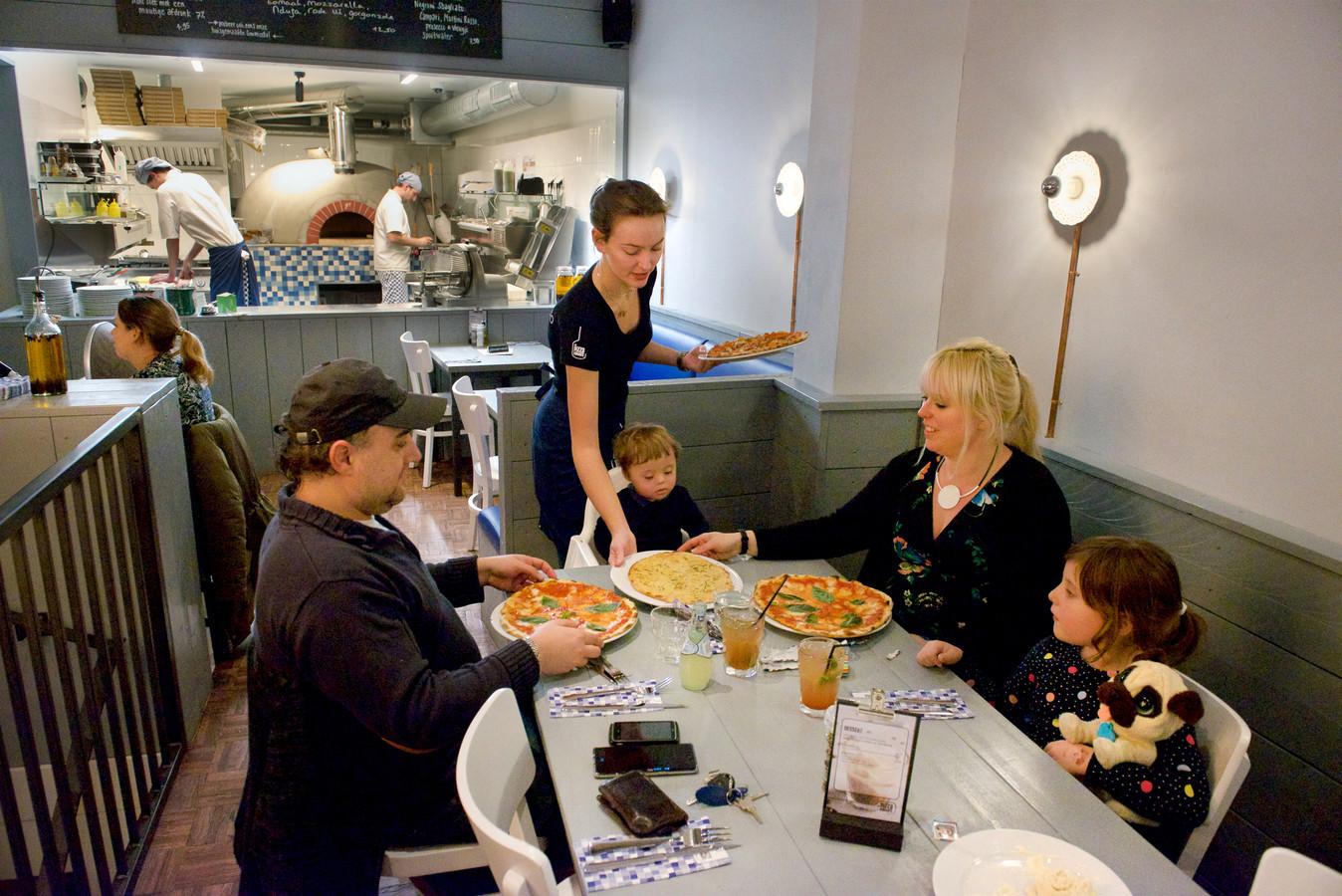 De Pizzabakkers is een restaurantketen, maar je belandt niet in een concept.
