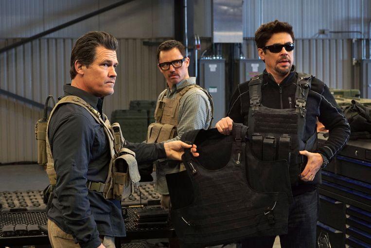 Van links naar rechts: Josh Brolin, Jeffrey Donovan en Benicio Del Toro in Sicario: Day of the Soldado. Beeld AP