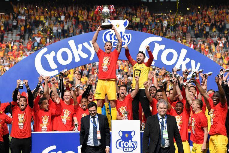Seth De Witte neemt met een beker afscheid van KV Mechelen