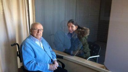 Zorg in Kortrijk test babbelbus en tuintenten uit om bezoek in woonzorgcentra mogelijk te maken