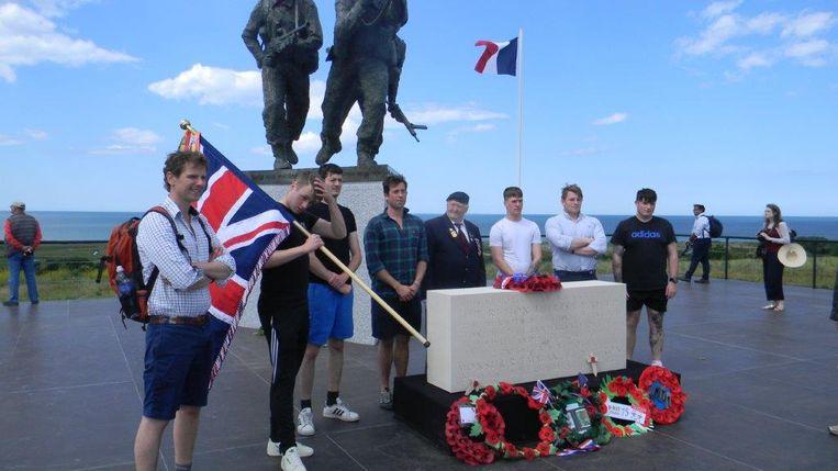 Ninovieter Sigmond Ghijssels tijdens zijn 75ste verjaardag op D-day in Normandië. Hier aan het nieuwe monument in Ver-sur-Mer.