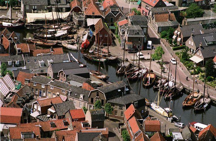 De Museumhaven ofwel Oude Haven in Spakenburg, waar de Bruine Vloot ligt aangemeerd.