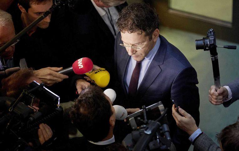 Minister Jeroen Dijsselbloem van Financien staat de pers te woord na afloop van het vragenuur in Tweede Kamer. Beeld anp