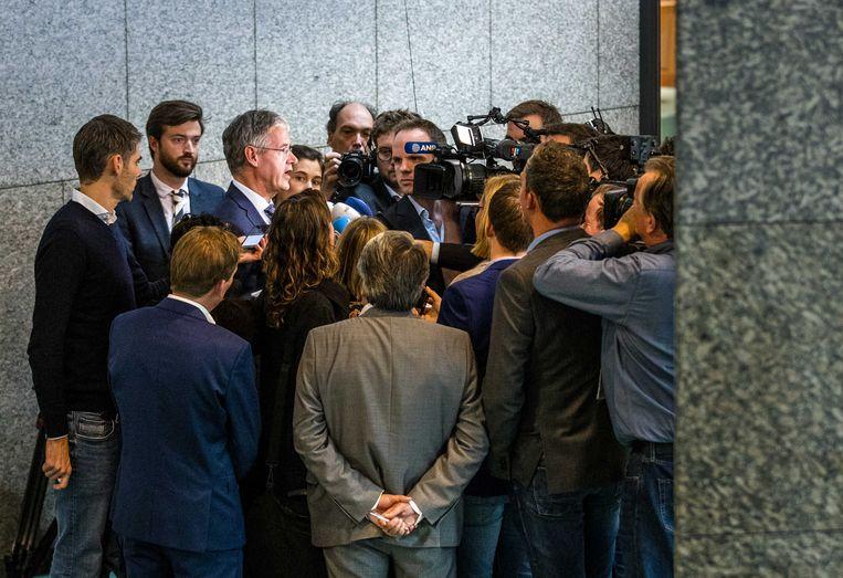 Onderwijsminister Arie Slob staat de pers te woord naar aanleiding van het stopzetten van de financiering van het Haga Lyceum. Beeld ANP