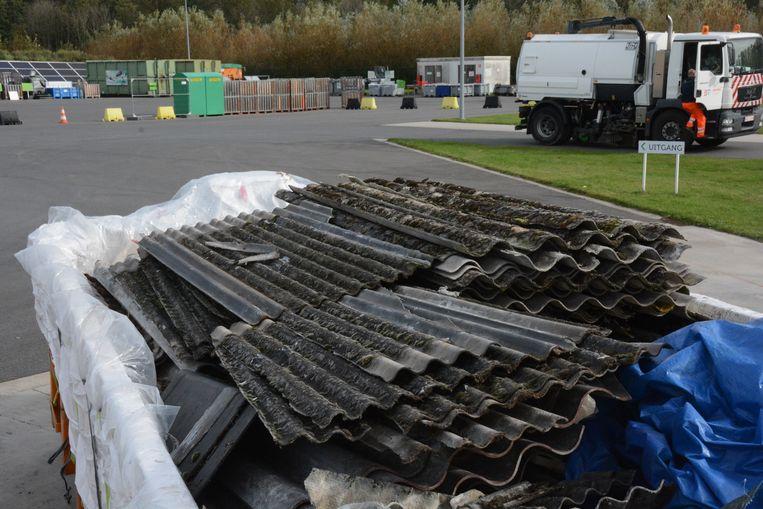 Enkel op het containerpark van Verrebroek kan men nog asbestafval binnenbrengen.