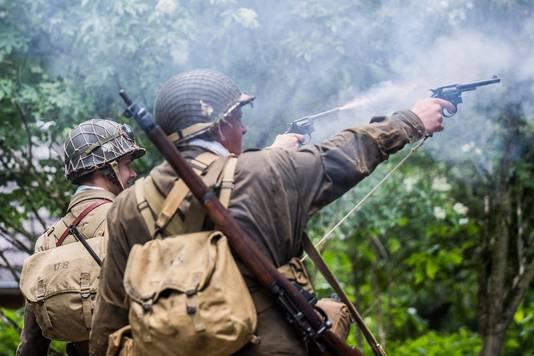 Demonstratie van twee revolvers.