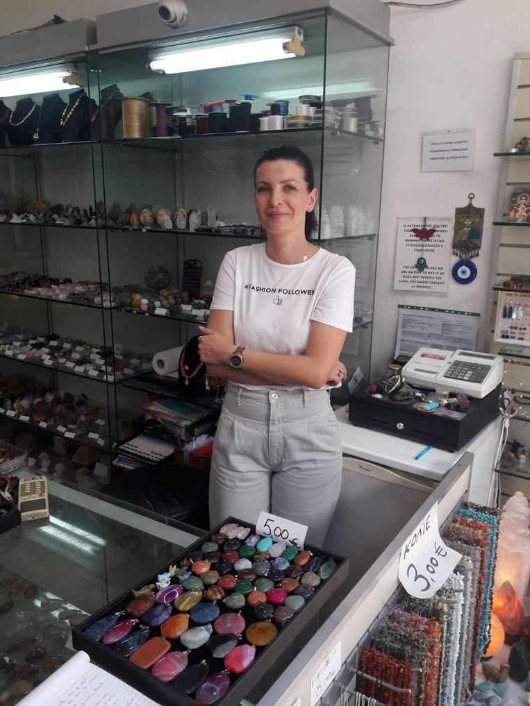 Tatiana Karassavidu, eigenaar van een winkel in esoterische stenen en sieraden Beeld Carlijne Vos
