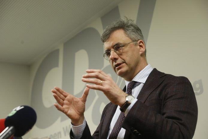 CD&V-voorzitter Joachim Coens op de persconferentie van zijn partij.