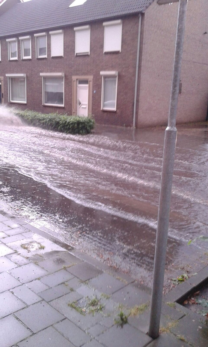 Wateroverlast in de Bakkerstraat in Valkenswaard