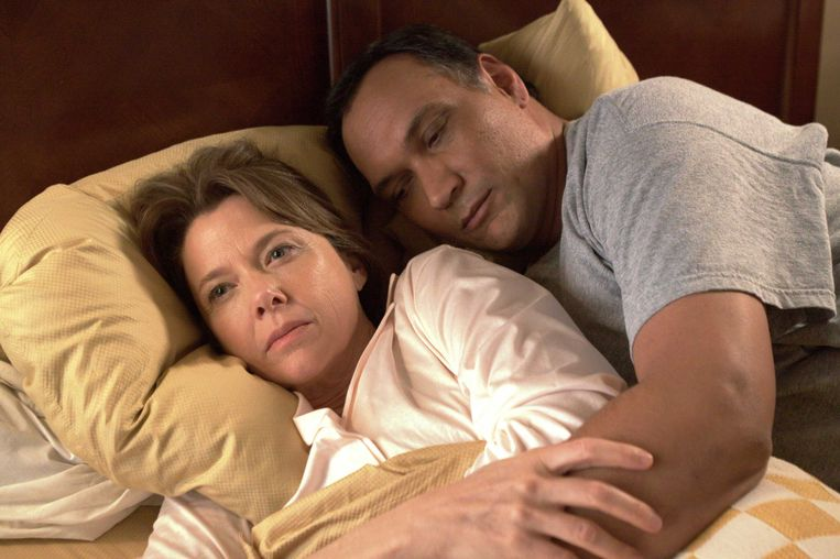 Annette Bening en Jimmy Smits in 'Mother and Child'. Beeld