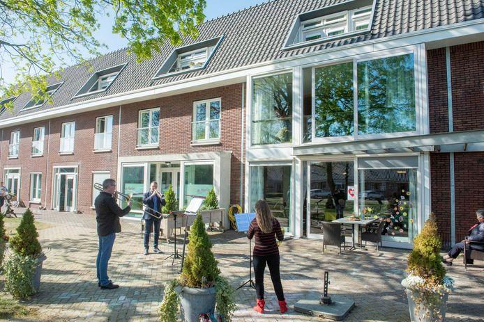 Stroopwafelconcert bij woonzorgcentrum De IJsvogel in Ermelo.
