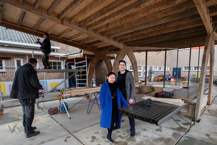 Yingyi Luo en Erik Slijpen van het kunstenaarscollectief Kelderman en Van Noort.
