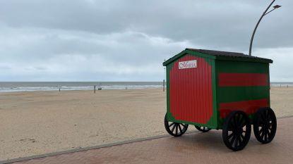 Strand van De Panne krijgt kleur door plaatsing strandcabines
