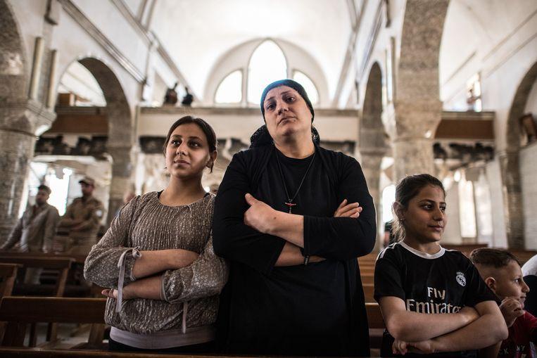 Christenen eerder dit jaar tijdens een paasdienst in Qaraqosh, waaruit IS in 2016 verdreven werd. Beeld Getty Images