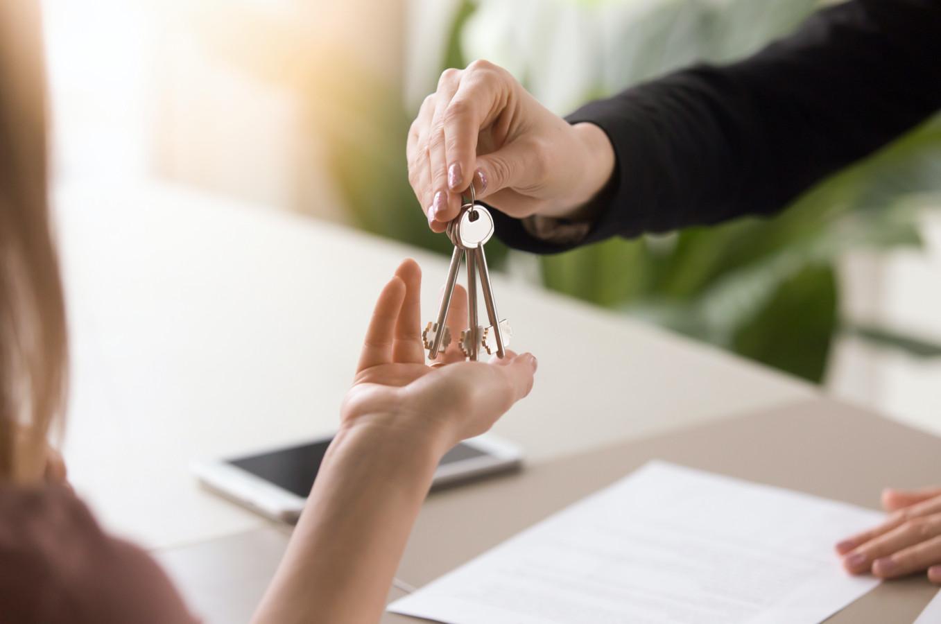 Huurders moeten de bemiddelingskosten vaak betalen voor ze de sleutels van de huurwoning krijgen.