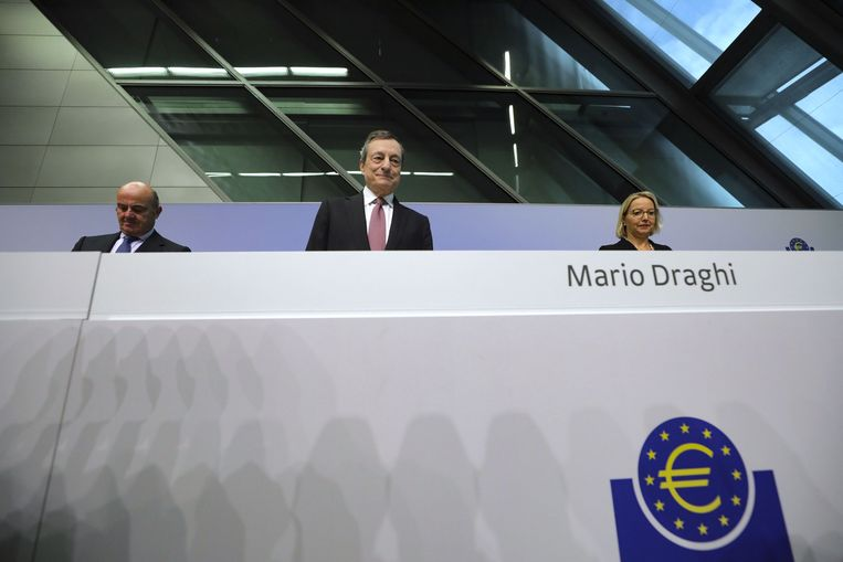 Mario Draghi tijdens de persconferentie. Beeld Foto Getty