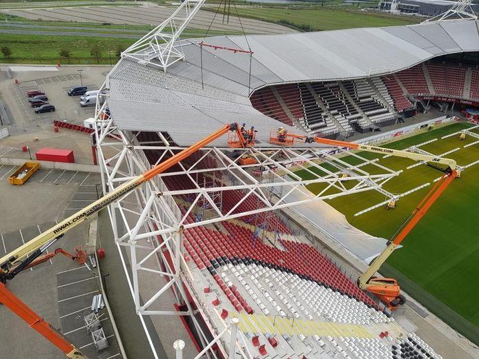 ACVO uit Emmeloord zag er op toe dat de sloop van het ingestorte  stadiondak bij AZ op een veilige manier werd uitgevoerd.