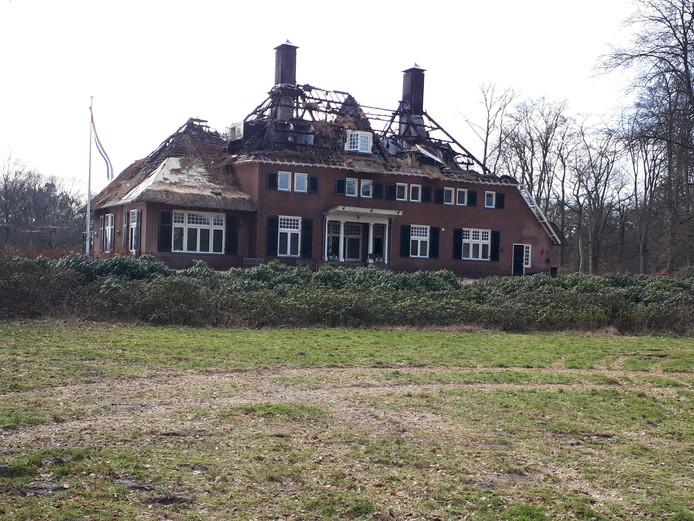 Groot Schutterhoef in Leusden staat er verlaten en geblakerd bij.