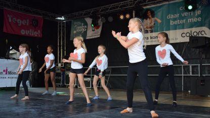 Danseresjes van KT Sparta stelen harten op braderie