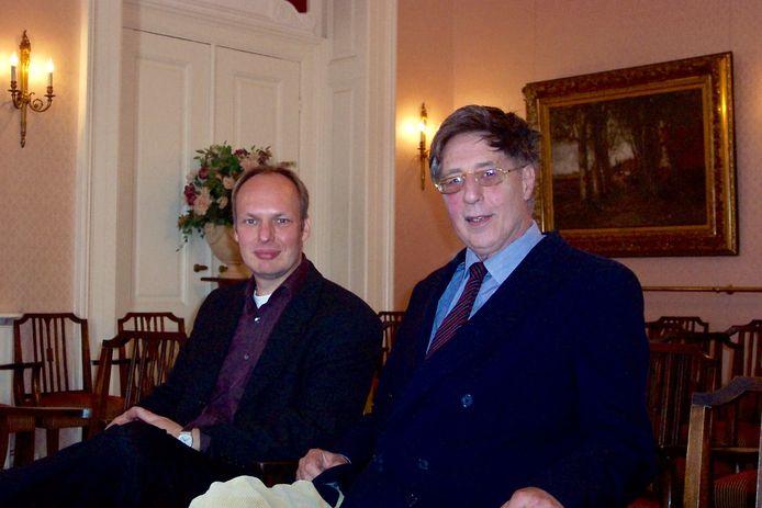 Kees Schafrat en Maarten Biesheuvel bij een lezing in Wassenaar in 1999.