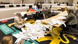 Lokale partijen boeken monsterzege in Nederland, CDA en VVD verwikkeld in nek-aan-nekrace om grootste partij te worden