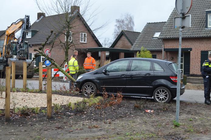 Man gewond na botsing op boom in Liempde | Boxtel | AD.nl