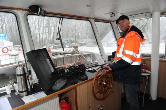 Schipper René Verbeeck zal samen met zijn zoon Nils het merendeel van de oversteken verzorgen.