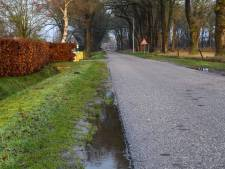 Buren in Hellendoorn geven ander de schuld, wethouder komt met oplossing voor 'onveilige berm'
