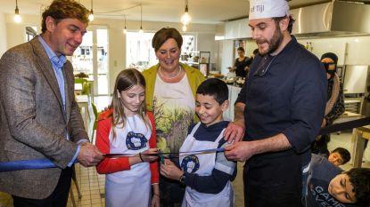 C&A schenkt 16.500 euro aan buurtrestaurant 'Tuin van de kleine chef'