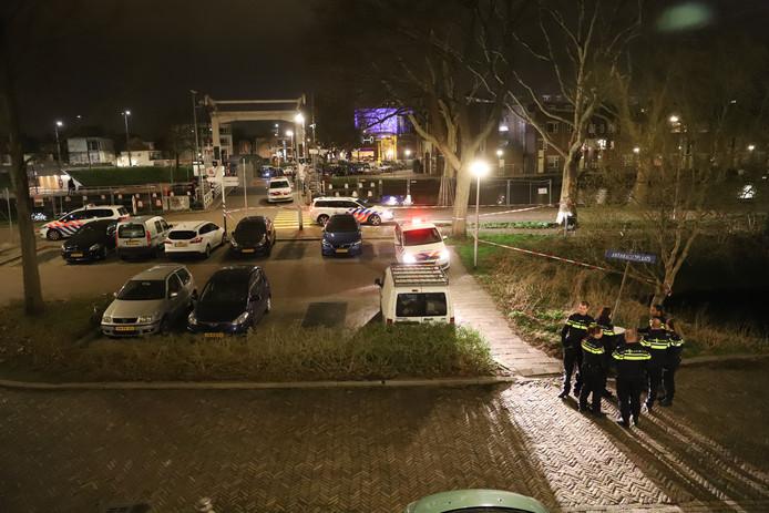 Een scooterdief is vannacht gewond geraakt na een politieachtervolging in Delft.
