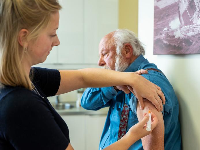 Huisartsen in Vechtdal vinden dat ze onderbetaald worden door zorgverzekeraar Zilveren Kruis. Wanneer de huisartsen geen contract tekenen met de verzekeraar dreigen patiënten de dupe te worden.