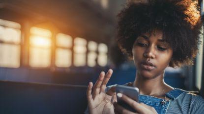 Ruim dubbel zoveel klachten over 'smartphone-nek' bij jongeren: zo verstevig je die nekspieren
